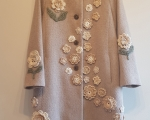 Spring-autumn coat, woollen, with crochet flowers