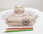 Kosmetiktasche aus Leinen, mit einer altertümlichen Stick